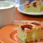 Ciasto z truskawkami mieszane widelcem