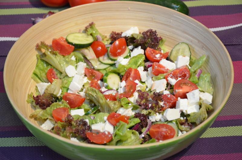 salata z sosem miodowo-pomarańczowym