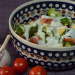 Sałatka z brokułów z pomidorem i jajkiem