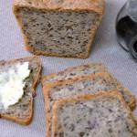 Chleb pszenny z ziołami i oliwkami