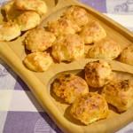 Bezglutenowe brazylijskie kuleczki serowe/ kulki chlebowe (Pão de Queijo)