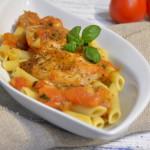 Kurczak w sosie pomidorowo-bazyliowym