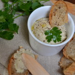 Pasta do chleba czosnkowo-fasolowa