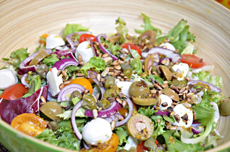 salatka z kaparami