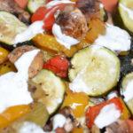 Pieczone warzywa z sosem do grilla, obiadu