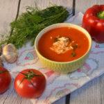 Zupa z pieczonych pomidorów i papryki z mlekiem kokosowym