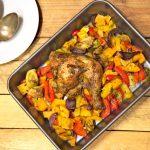 Pieczone udka z kurczaka na warzywach