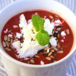Rozgrzewająca zupa krem z pieczonych buraków i soczewicy
