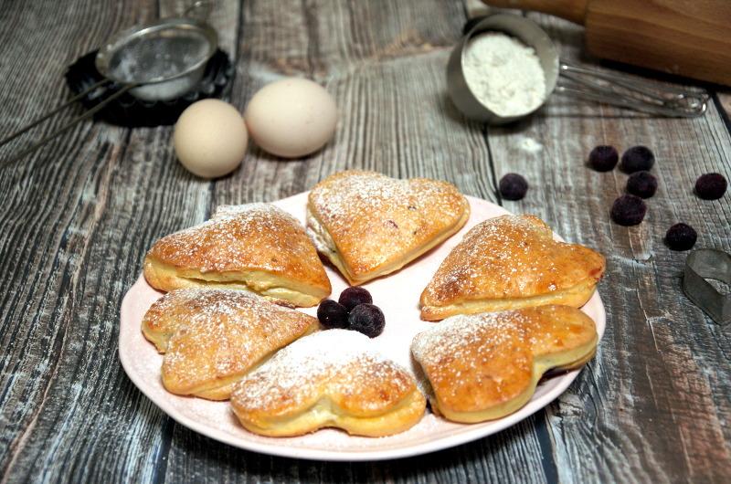 Ciasteczka walentynkowe – twarogowe z owocami i serem
