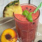 Orzeźwiający koktajl z arbuza, melona i ananasa