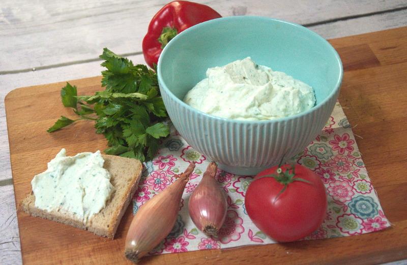 Delikatny serek ziołowy do smarowania