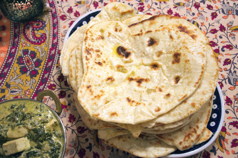 Chlebek naan czosnkowy – garlic naan na drożdżach