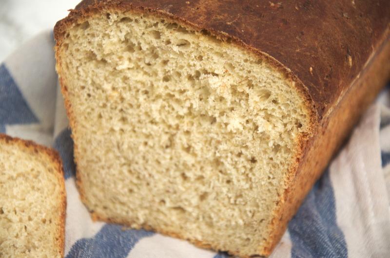 Prosty chleb z dodatkiem płatków owsianych