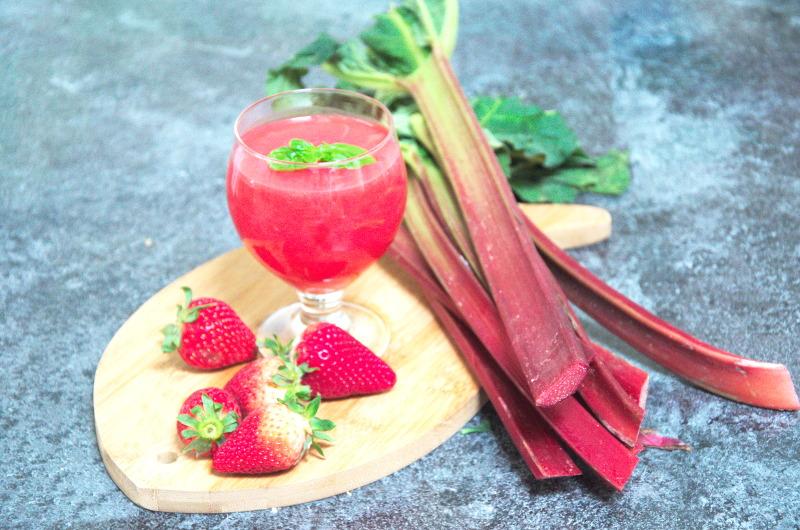 Domowy kisiel z owocami – truskawkowo-rabarbarowy