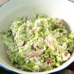 Surówka z brokułem, kalafiorem i rzodkiewkami