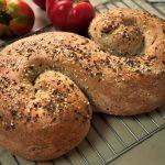 Chleb pszenny z mąką pełnoziarnistą  na drożdżach z nasionami