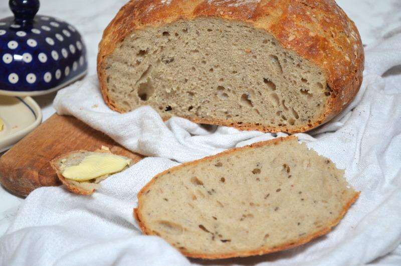 Prosty chleb pszenny na zakwasie i/lub drożdżach