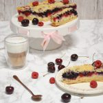 Kruche ciasto z owocami i budyniem