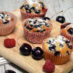 Orkiszowe muffinki z owocami lata