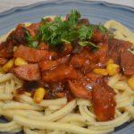 Makaron z sosem pomidorowym – danie z resztek